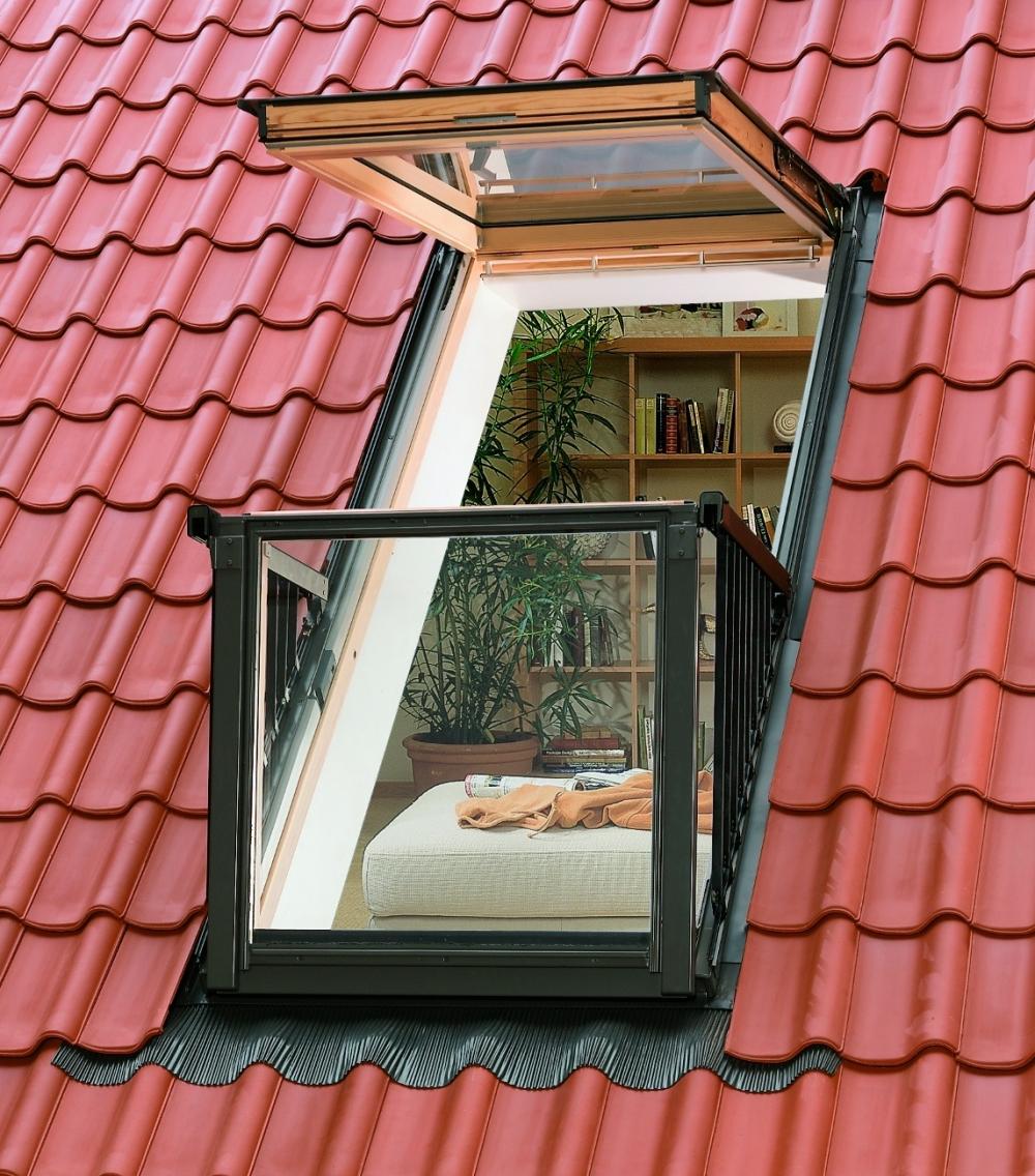 Окно velux, которое превращается в балкон на крыше - одно из.