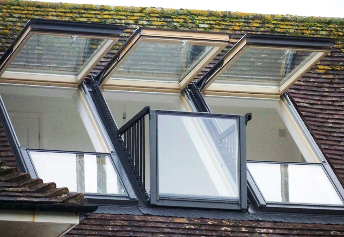 Окно с выдвижным балконом.